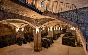 Canelli-Asti-spumante cattedrali sotterranee Unesco Piemonte Langhe Monferrato Winelovers.shop