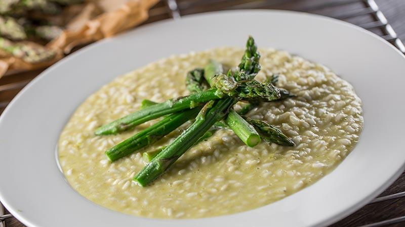 risotto-arneis e agli-asparagi-parmigiano roero piemonte winelovers ricetta